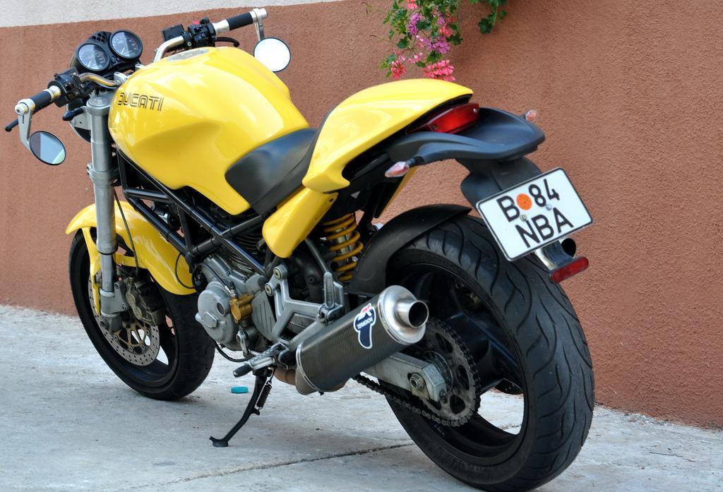 Vand Ducati Monster 2003